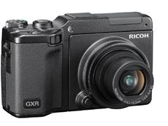 RICOH LENS S10 24-70mm F2.5-4.4 VCを装着したGXR